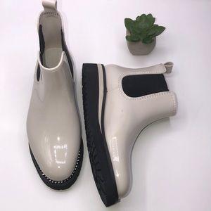 Naturalizer Luna White Chelsea Boot size 6